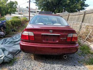 Honda accord 1997 tiene buena alarma y no respondere a quienes me agan oferta menos de lo que pido