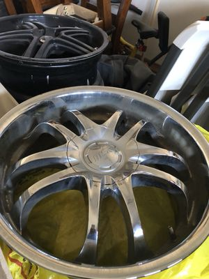 18x7.5 set of wheels just need clean up really nice wheels they fit Acura TSX 5 lugs Kia 5 lugs n accord 5lugs they come with center caps