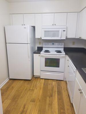 Set completo de refrijeradora, cocina, lavaplatos y microwave