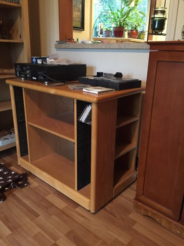 Tv component table furniture in edmonds wa offerup for Furniture edmonds wa