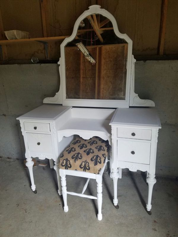 1930s vintage chalk paint vanity and bench furniture in for Bedroom furniture 98383