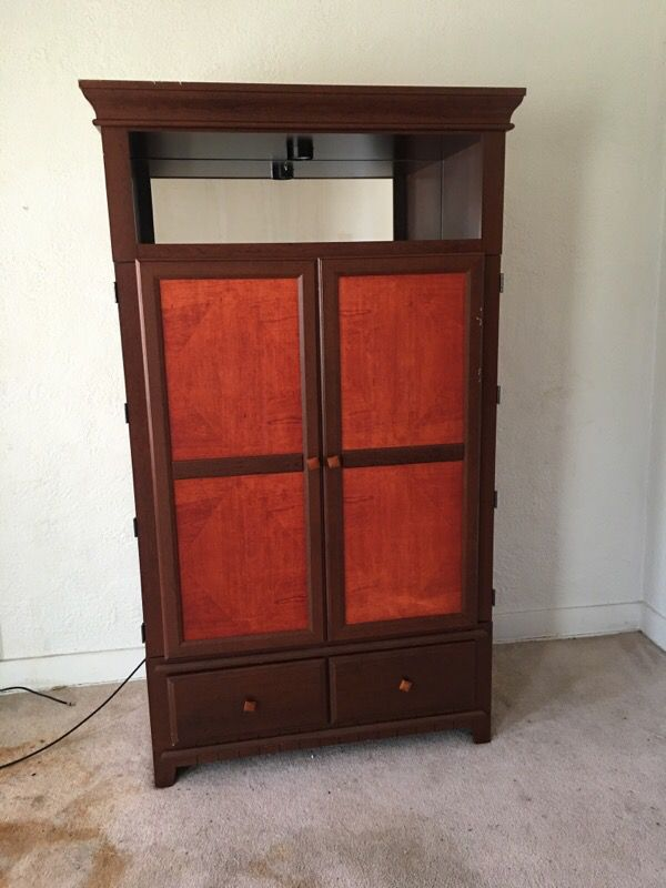 TV Chest (Furniture) in East Chicago, IN