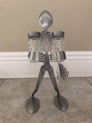 Salt and pepper shaker holder