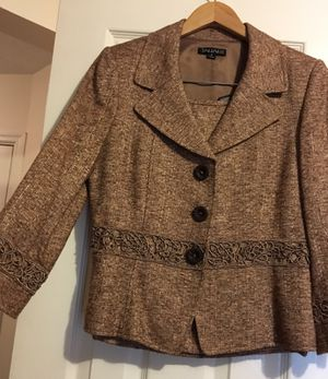 Tahari Women suit size 6