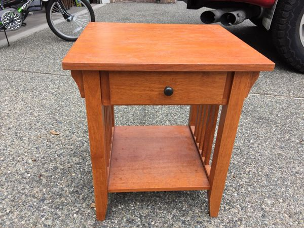 Mission style end table furniture in auburn wa offerup for Furniture auburn wa