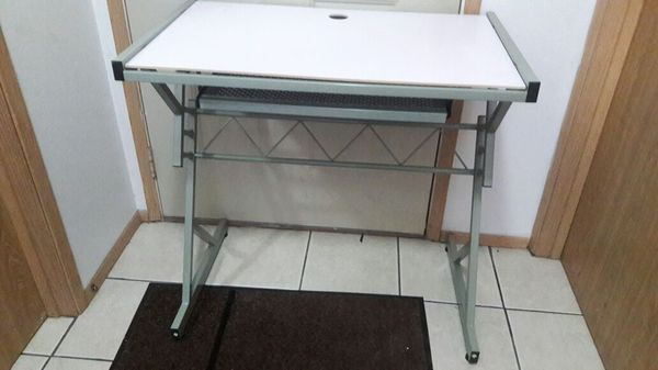 Metal desk furniture in everett wa offerup for Furniture in everett