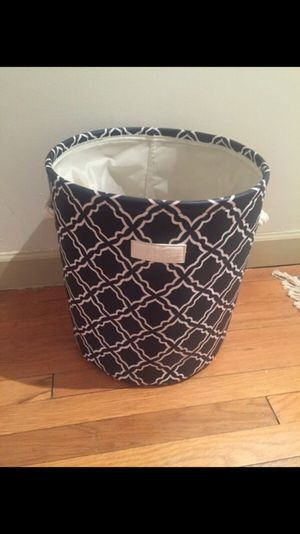 Laundry hamper basket (new condition)