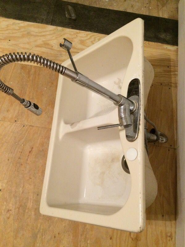Glacier Bay Pro Faucet Drop In Sink With Plumbing Hookup Household In Oak Park Il Offerup