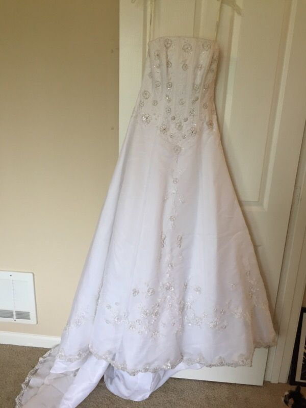 Wedding dress clothing shoes in everett wa offerup for Where can i sell my wedding dress locally