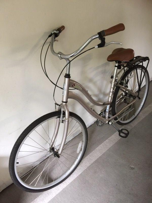 Schwinn Voyageur Comfort Bike 7-speed with Bike Rack and Pump ...