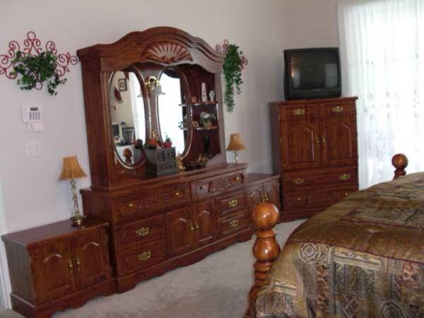 King size bedroom set furniture in federal way wa offerup for Furniture in federal way