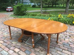 Vintage 1950s Winchendon Furniture Meeting House Maple Wood Dining Table W 3 Leafs Up