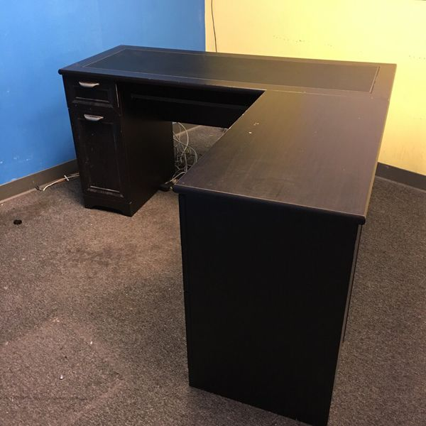 Free desk furniture in bellevue wa offerup for Furniture in bellevue
