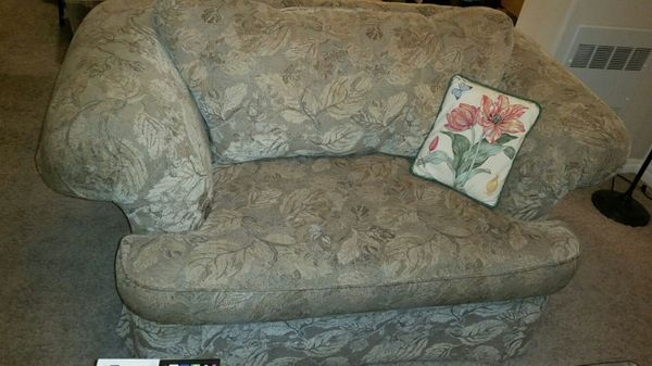 Love seat free furniture in everett wa offerup - Ways of accessorizing love seats ...