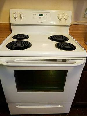 Electric Stove- CLEAN, WORKS GREAT!!