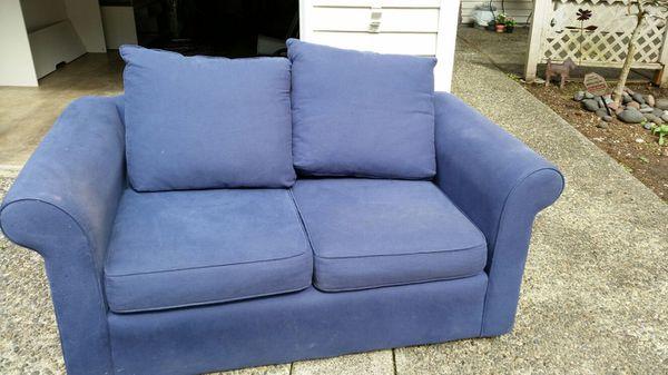 Free love seat household in auburn wa offerup - Ways of accessorizing love seats ...