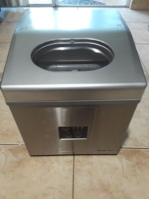 MAGIC CHEF STAINLESS STEEL COUNTER TOP ICE MAKER UP TO 30 LBS