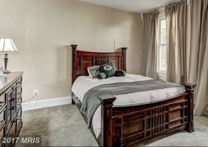 Queens sized bed and dresseQueen sized bed and mirror .Must pick up & disassemble from Lansdowne, VA