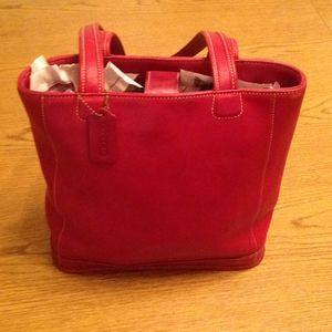 Red COACH Vintage Tote - 100% leather