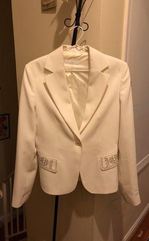 White elegant jacket not fit on me barely use