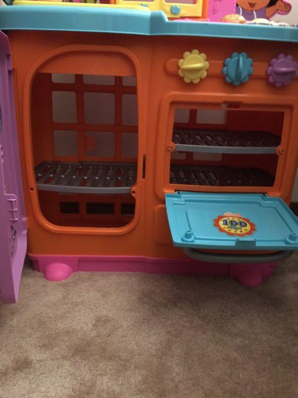 Dora kitchen food set games toys in mukilteo wa for Kitchen set games
