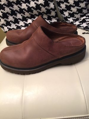 Brand new Genuine leather Clogs Sole Slip Protection. SIZE 8