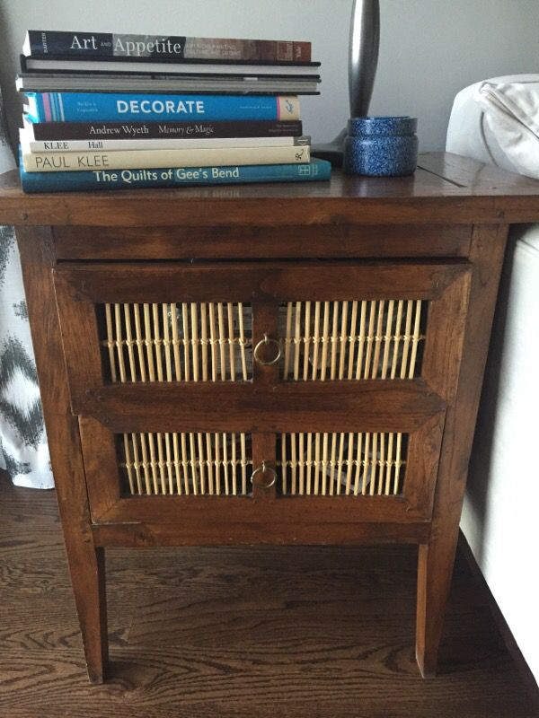 Wood side table furniture in chicago il offerup for Furniture 60614