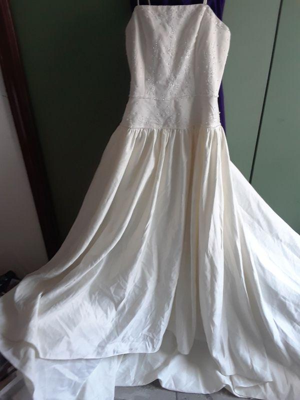 WEDDING DRESS SIZE # 8 (Clothing & Shoes) in Laredo, TX - OfferUp