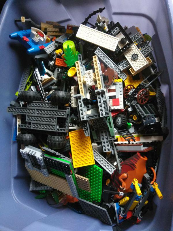 Huge bin full f legos (Games & Toys) in West Palm Beach, FL