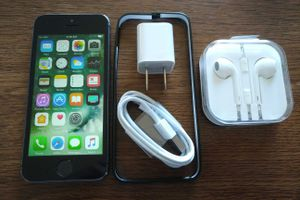 Iphone 5S {32GB} UNLOCKED {Space Grey} Accessories included