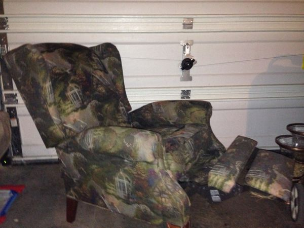 Thomas Kinkade Lazy Boy Recliner Furniture In Carbonado Wa