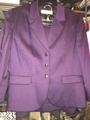 Designer Ladies PLUM 2- Piece Suit Skirt/ Jacket Size 14