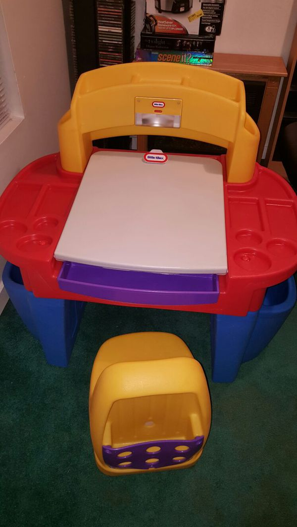 Little Tikes Art Desk with Easel Desk Light and Chair (Baby & Kids ...