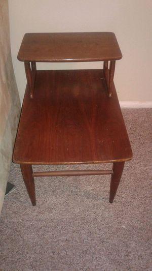 2 Vintage end tables.