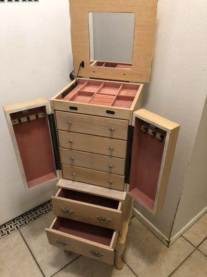4ft Jewelry Box