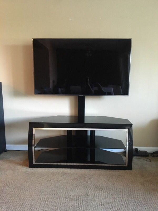 Tv stand furniture in redmond wa offerup for Furniture movers seattle