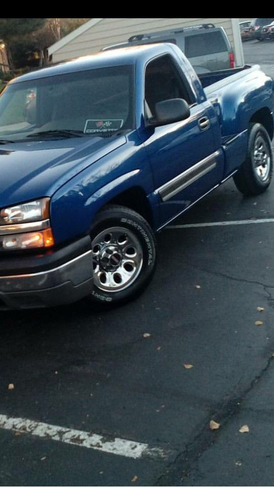 I am selling my 2004 Chevy Silverado Stepside a little side work on ...