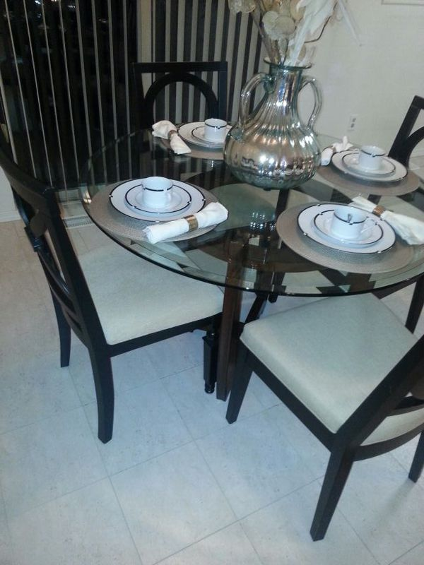Glass top table set furniture in bellevue wa offerup for Furniture in bellevue