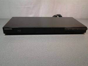 Samsung BD-D3900 3D Blu-ray player with remote