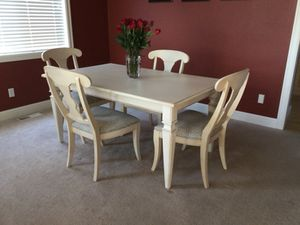Ethan Allen Small Avery Dining Table