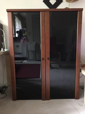 Wooden and glass cabinet with 3 shelves