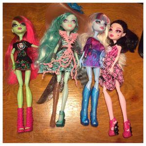 4 monster high dolls