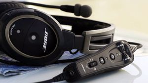 Aviation headset Bose A20