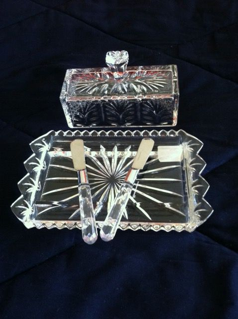 Beautiful Crystal Butter dish with 2 knifes 🛍 Welcome to visit