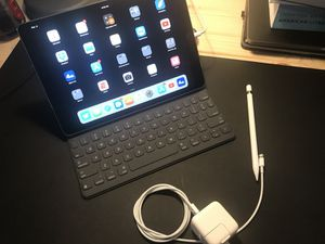 10.5in IPad Pro 256GB (Wifi) + Applecare & Accessories