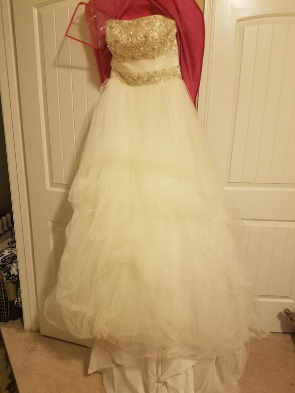 Wedding dress (Clothing & Shoes) in Katy, TX - OfferUp