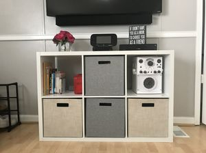 Cubicle with storage bins