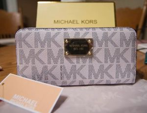 NWT Michael Kors MK Jet Set travel Continental, Wallet/White