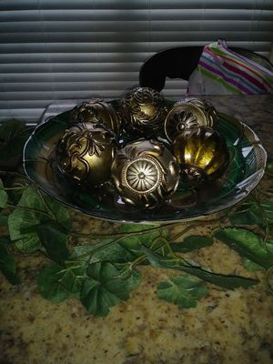 Plate decor with balls