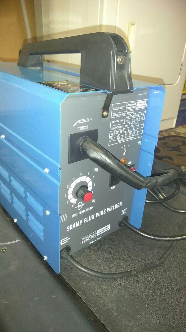 110 electric welder flux core welder (Tools & Machinery) in Brockton, MA